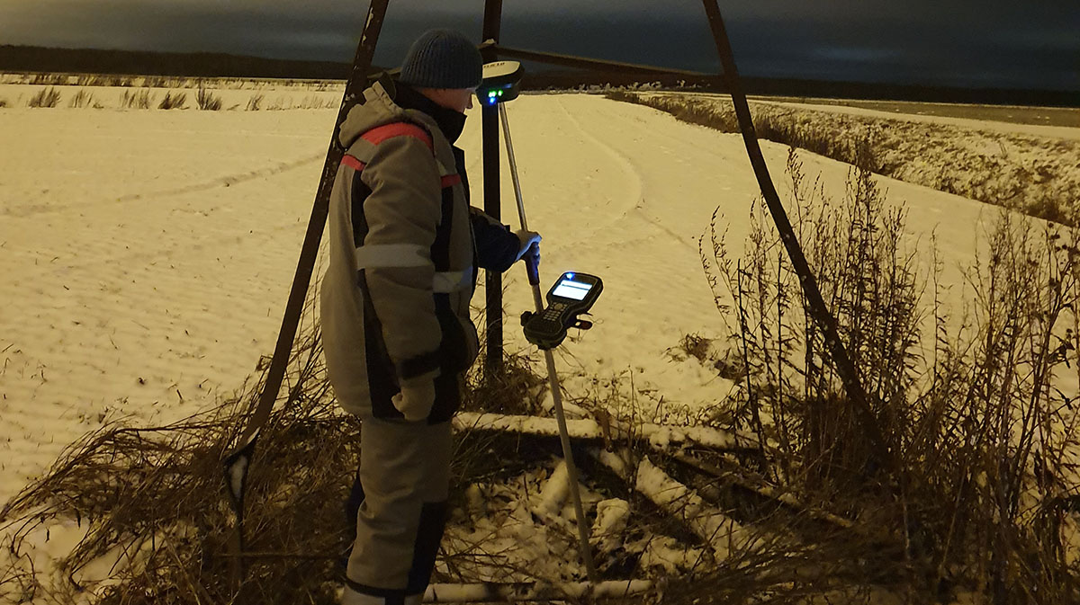Surveyor Alexey Petrin with a GS18 T GNSS RTK Rover